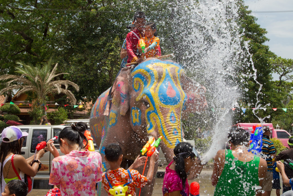 Songkran Festival van Wikimedia Commons.